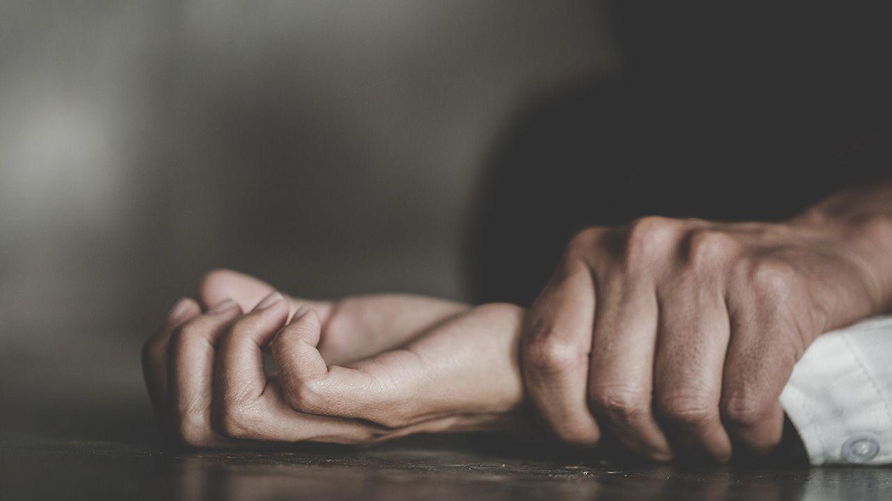 W 2018 r. sporządzono 3045 raportów o napaściach seksualnych (fot. Shutterstock/ Tinnakorn jorruang)