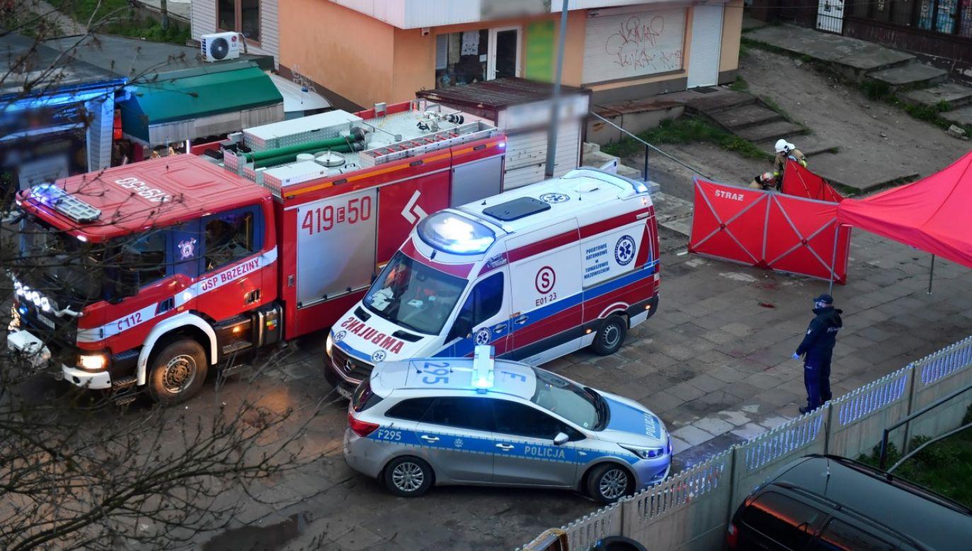 Miejsce śmiertelnego ataku nożem na sklepikarza w Brzezinach (fot. PAP/Grzegorz Michałowski)