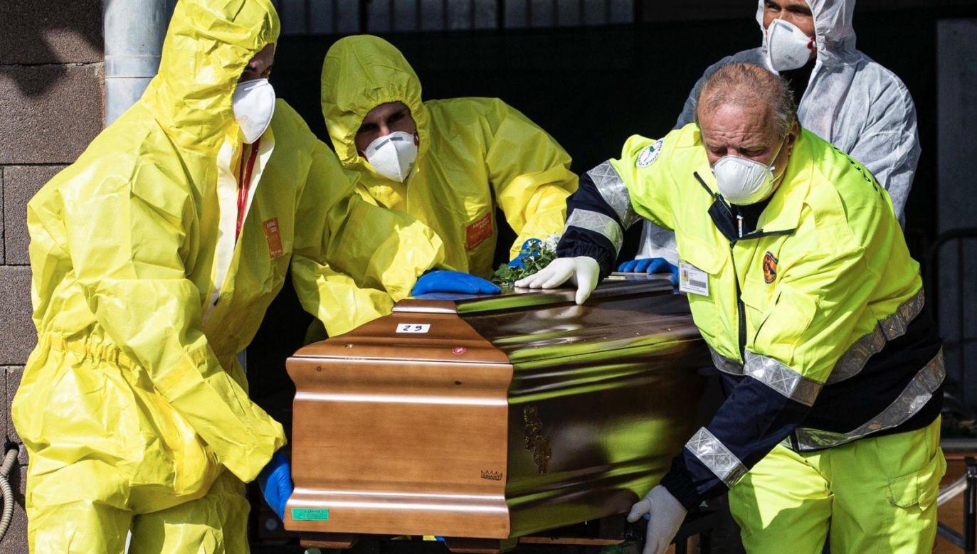 Wszyscy zmarli w tym samym szpitalu w Lombardii (fot. PAP/EPA/Marco Ottico)