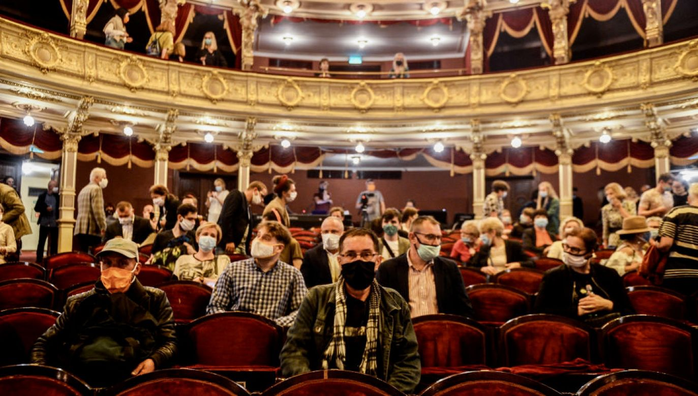 Pandemia mocno odcisnęła się na życiu kulturalnym i wpłynęła na sytuację artystów (fot. Omar Marques/Getty Images)