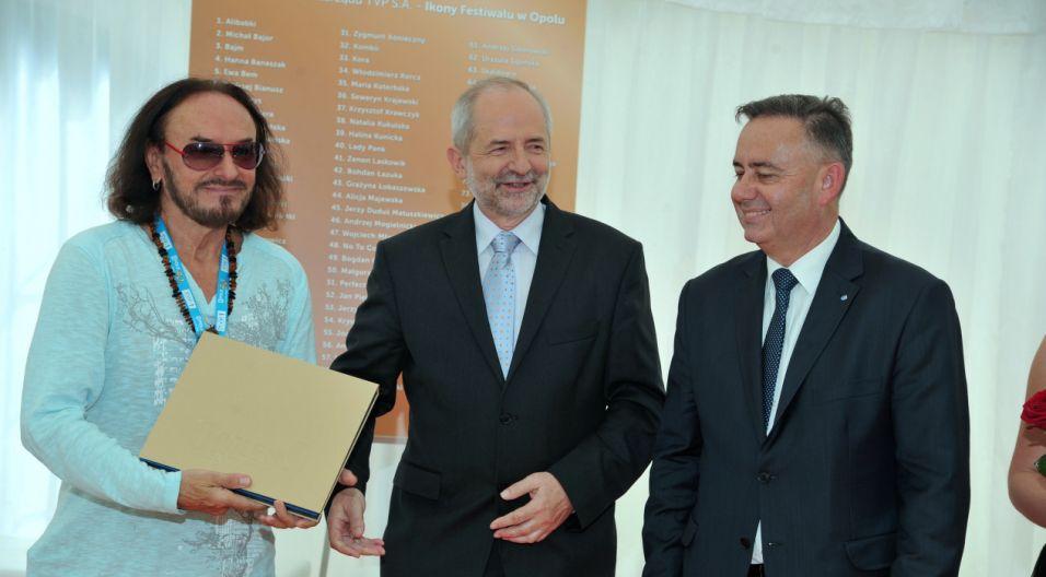Nagrodę odbiera Stan Borys (fot. Ireneusz Sobieszczuk/TVP)