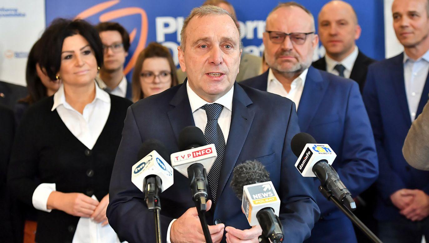 Szef PO Grzegorz Schetyna pozostawia za sobą w partii kilka tlących się pożarów (fot. PAP/Maciej Kulczyński)