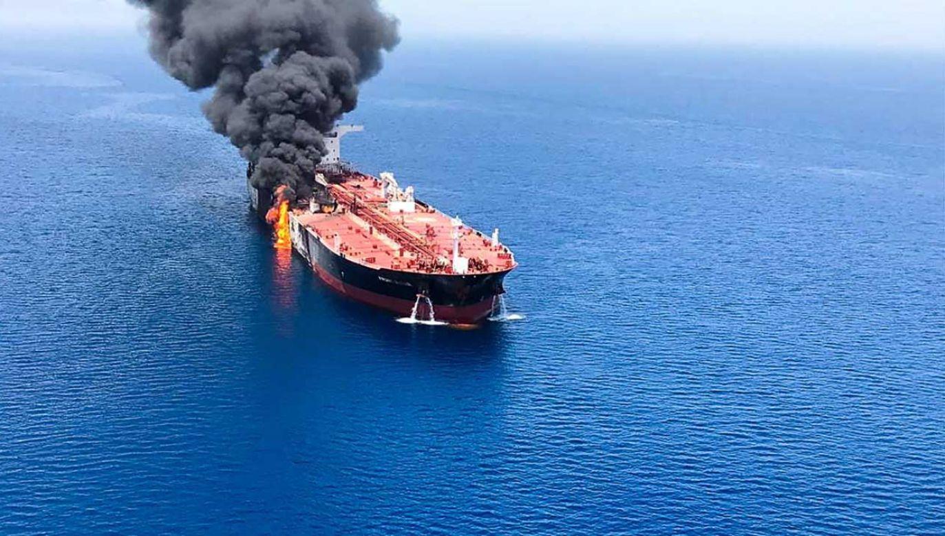 Pożar tankowca Front Altair zaatakowanego w Zatoce Omańskiej (fot. arch. PAP/EPA/ISNA NEWS AGENCY)