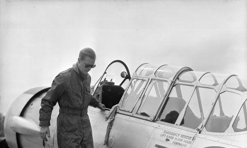 Pilotował samoloty (1953). Fot. PNA Rota/Getty Images