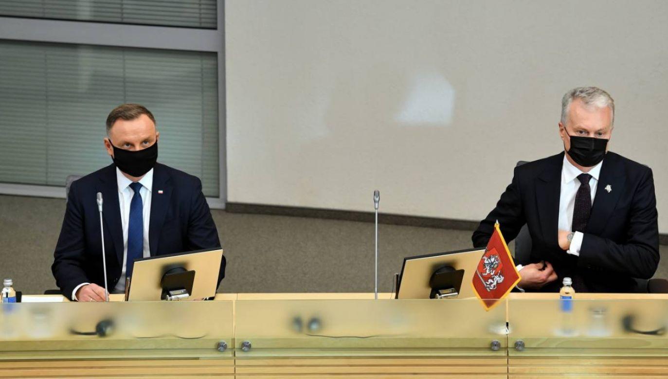 Prezydent RP Andrzej Duda (L), oraz prezydent Litwy Gitanas Nauseda (P) podczas uroczystego posiedzenia litewskiego Sejmu (fot. PAP/Radek Pietruszka)