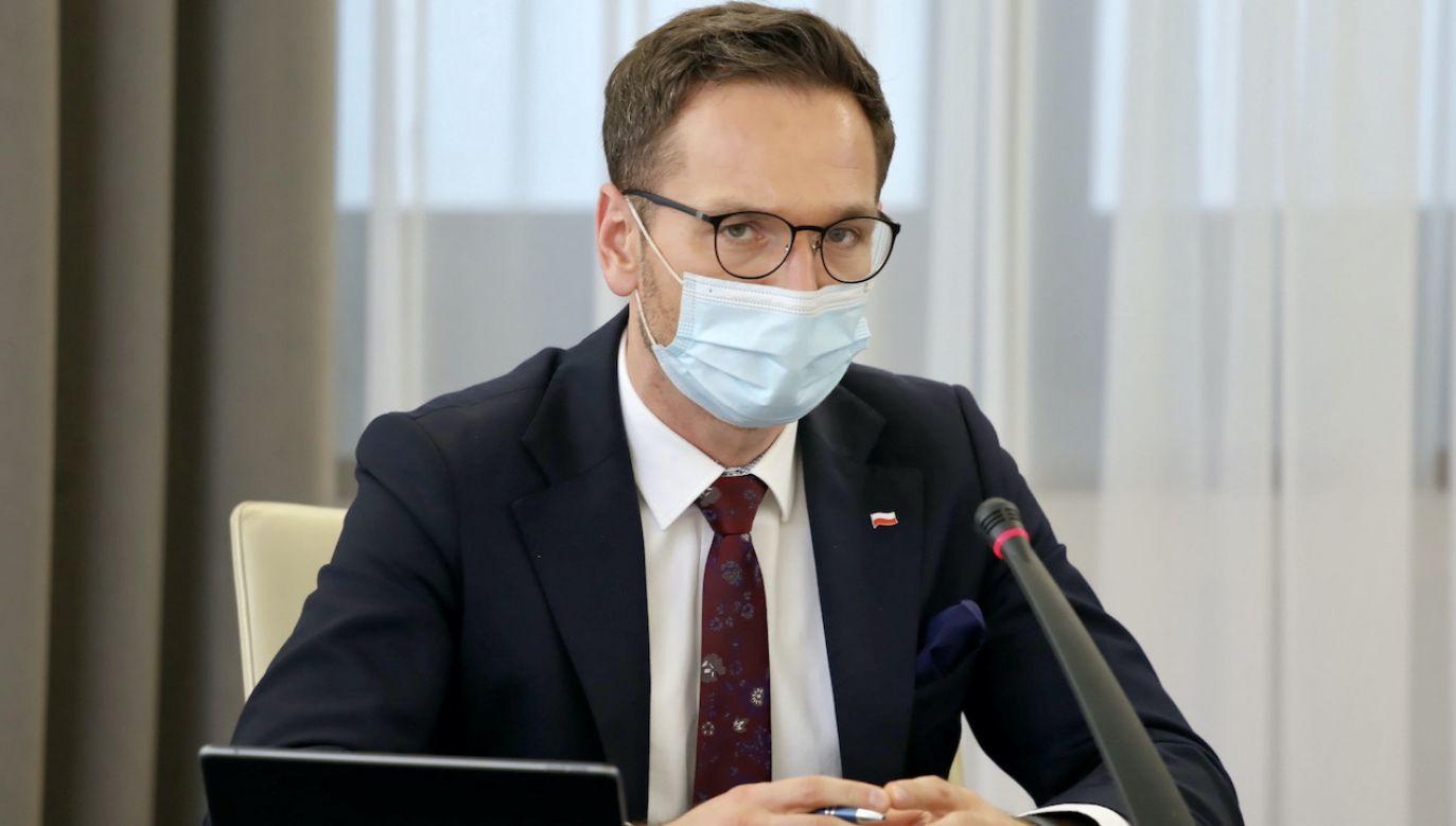 Waldemar Buda rozmawiał z Tomaszem Grodzkim ws. przyspieszenia prac senatu nad KPO (fot. PAP/Tomasz Gzell)