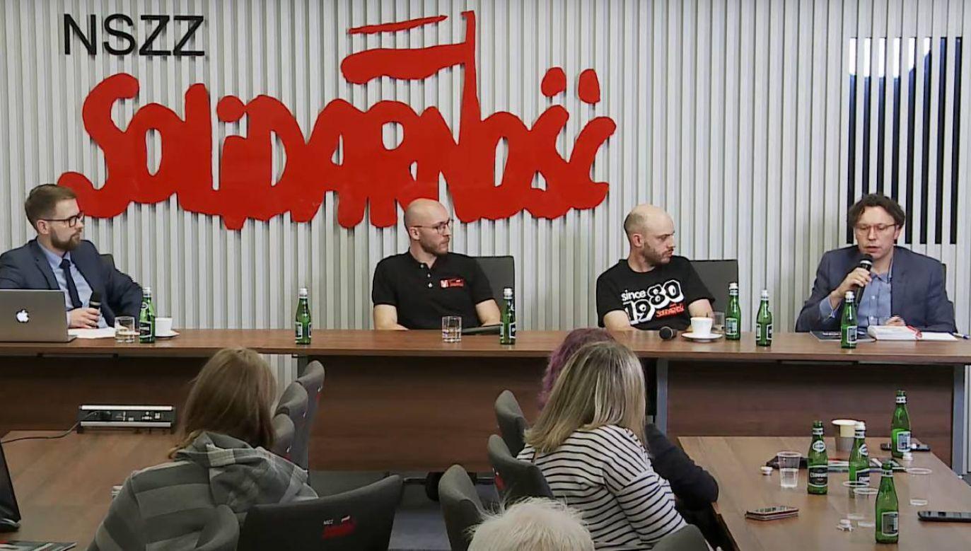 """W siedzibie Komisji Krajowej NSZZ """"Solidarność"""" odbyła się debata (fot. YT/Tysol_pl)"""