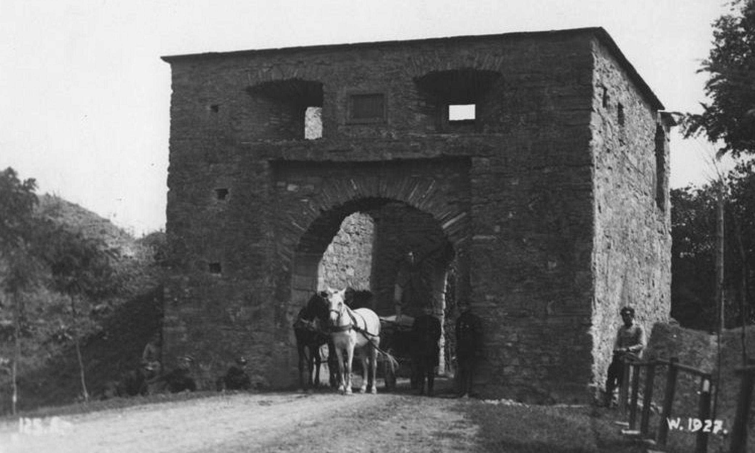 Brama Lwowska (okres międzywojenny). Fot. NAC