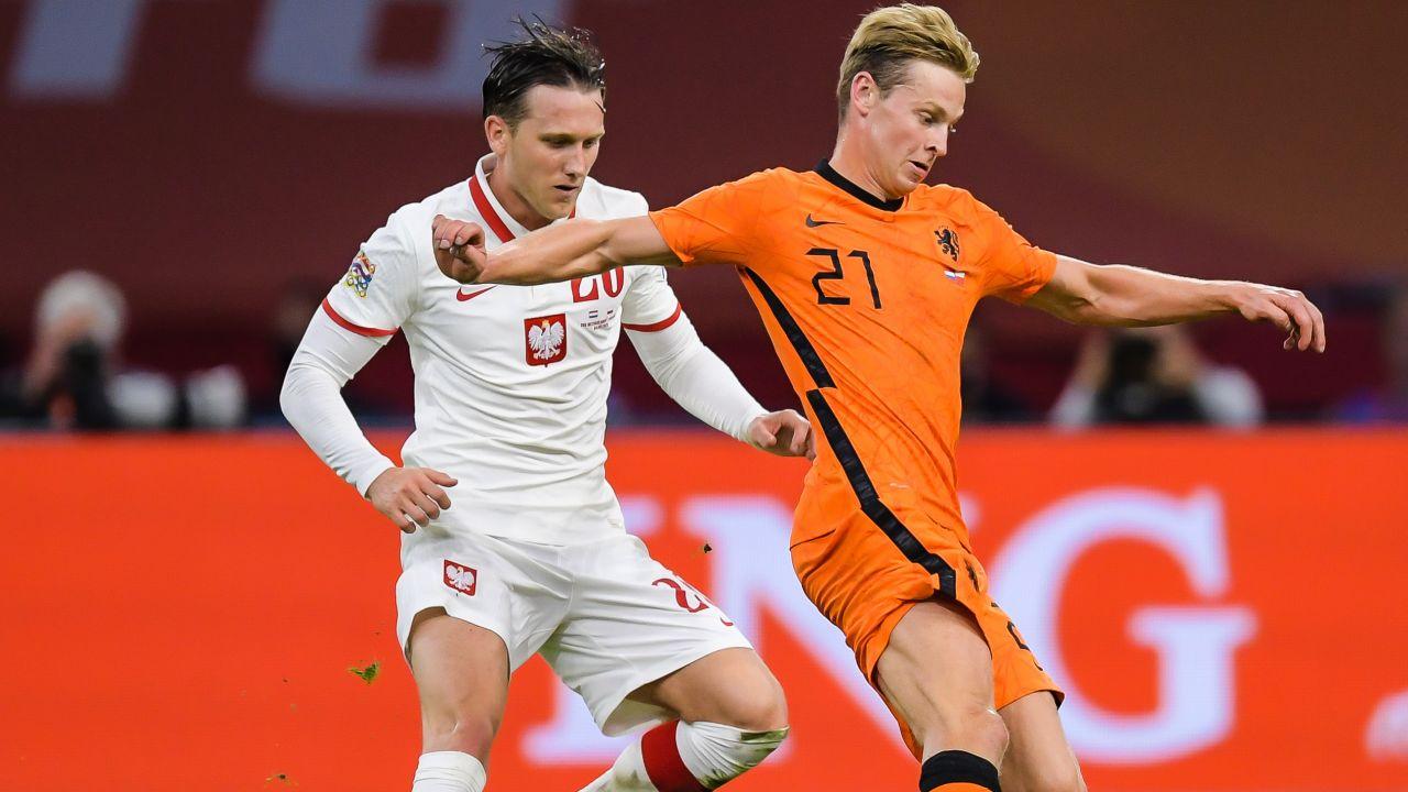 Piotr Zieliński (z lewej) był jednym z niewielu jasnych punktów reprezentacji Polski w meczu z Holandią (fot. Getty)