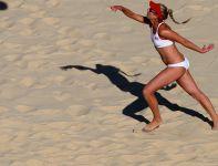 Amerykanka April Ross serwuje (fot. Getty Images)