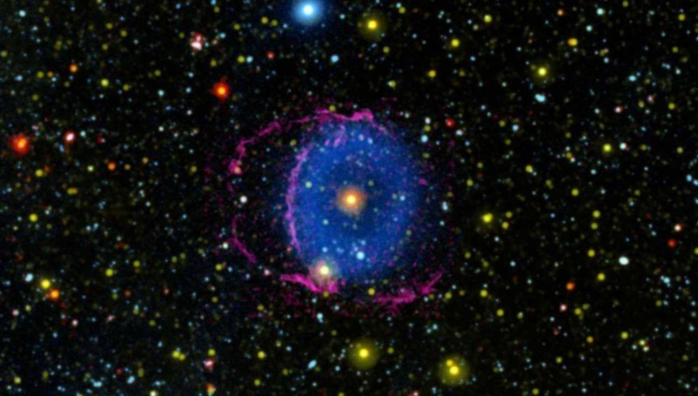 Gwiazda TYC-2597-735-1 znajduje się około 6 tysięcy lat świetlnych od Ziemi (fot. YT/TheBadAstronomer)
