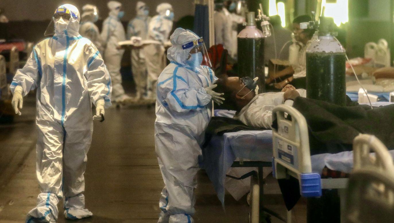 W szpitalach w Indiach brakuje respiratorów (fot. PAP/EPA/RAJAT GUPTA)
