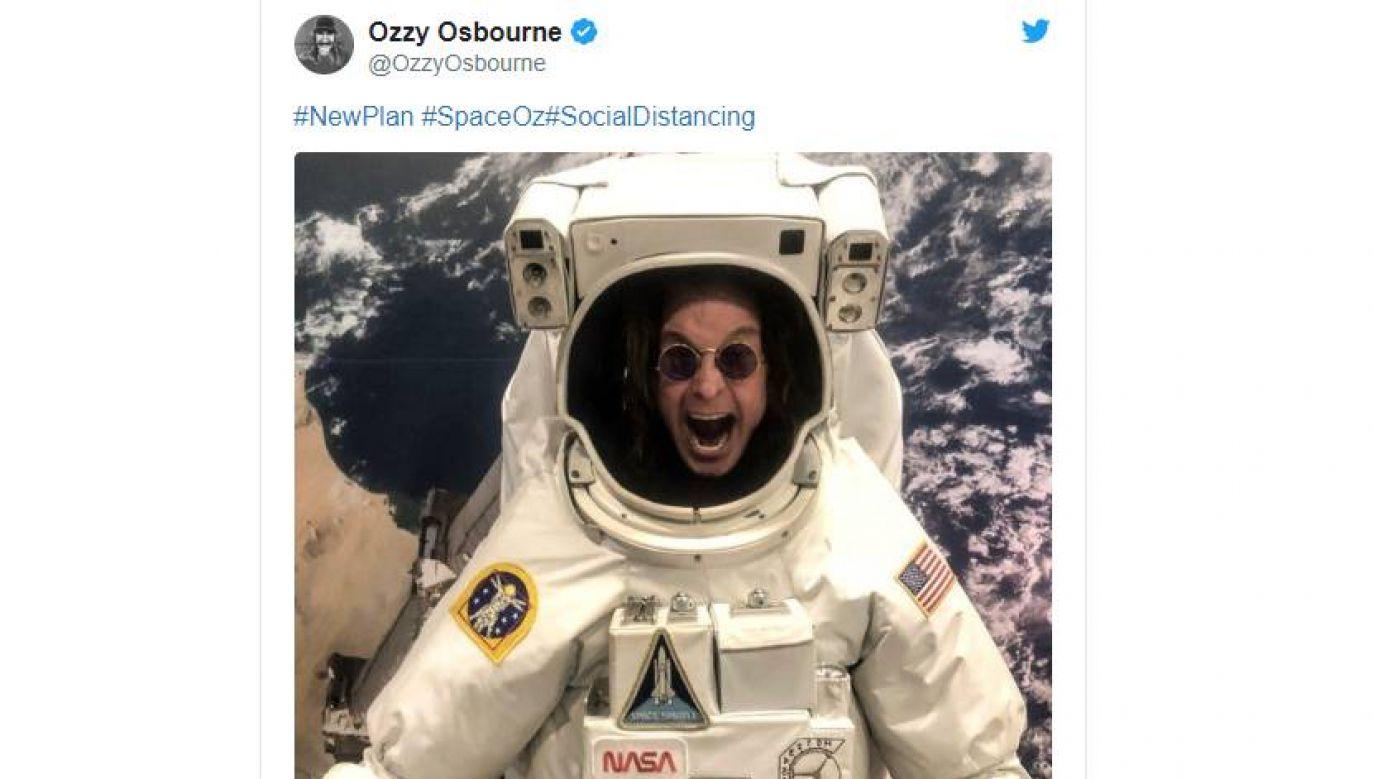 Ozzy Osbourne  w kosmicznym skafandrze   (fot. Twitter/@OzzyOsbourne)