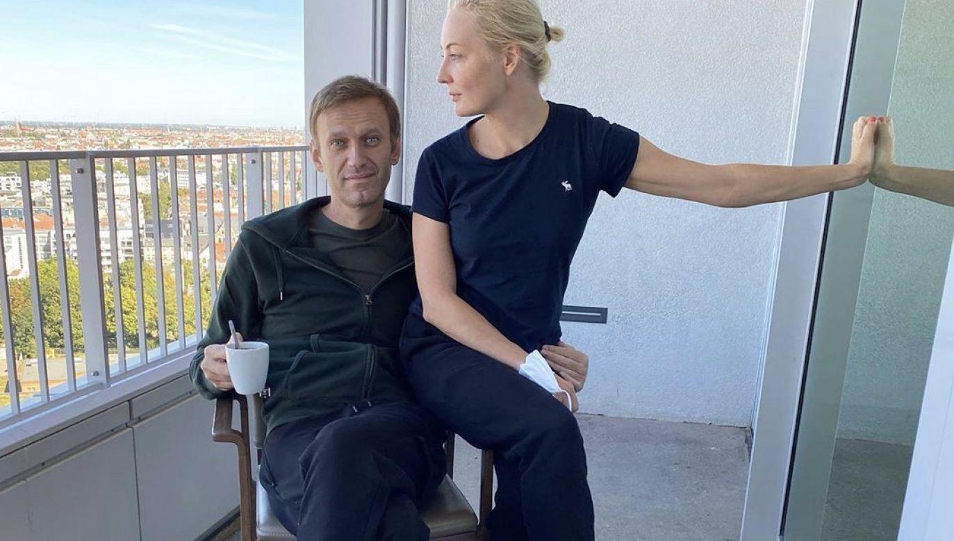 Aleksiej Nawalny wraz z żoną Julią w szpitalu Charite w Berlinie (fot. PAP/EPA/ALEXEI NAVALNY HANDOUT)