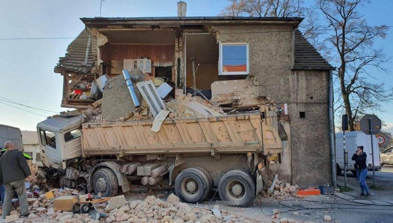 Służby sprawdzają, czy pod gruzami nikt się nie znajduje (fot. Telewizja Sudecka)