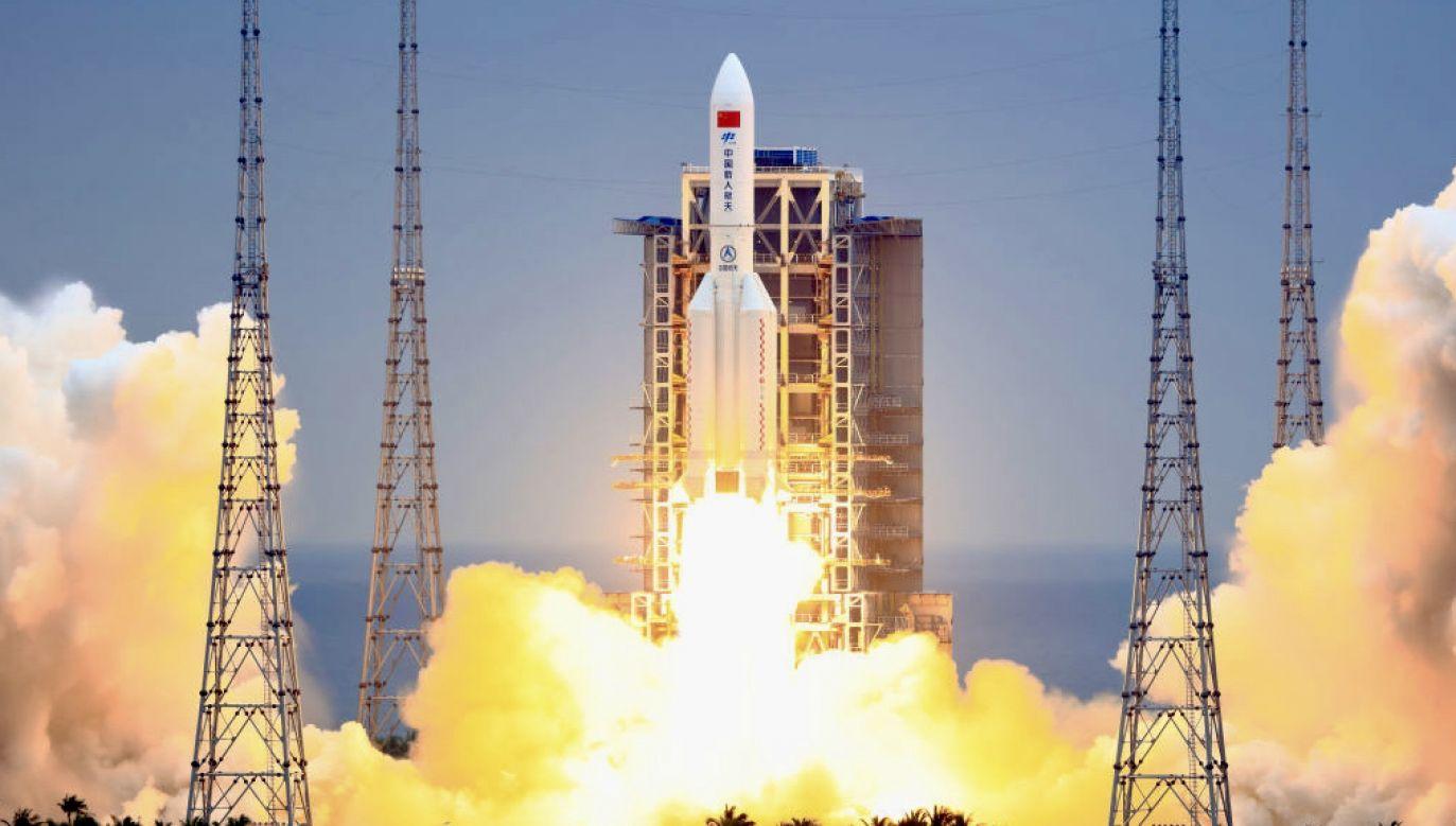 Nie wiadomo jeszcze, gdzie spadną fragmenty rakiety (fot. VCG/Getty Images)