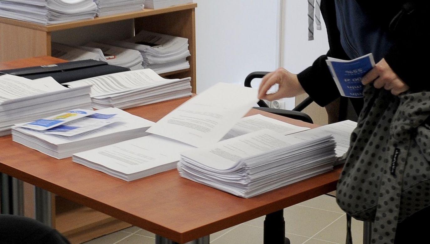 Rejestr Dokumentów Publicznych, który uruchomiło MSWiA, pozwoli nam zweryfikować autentyczność poszczególnych dokumentów (fot. arch.PAP/Marcin Bielecki)