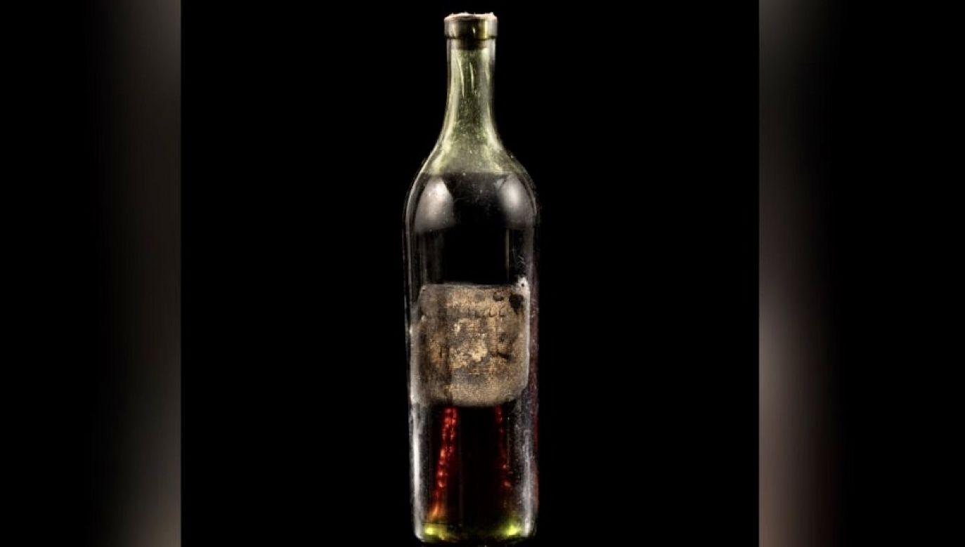 Na aukcji sprzedano jedną z trzech najstarszych butelek koniaku Gautier (fot. Sotheby's)