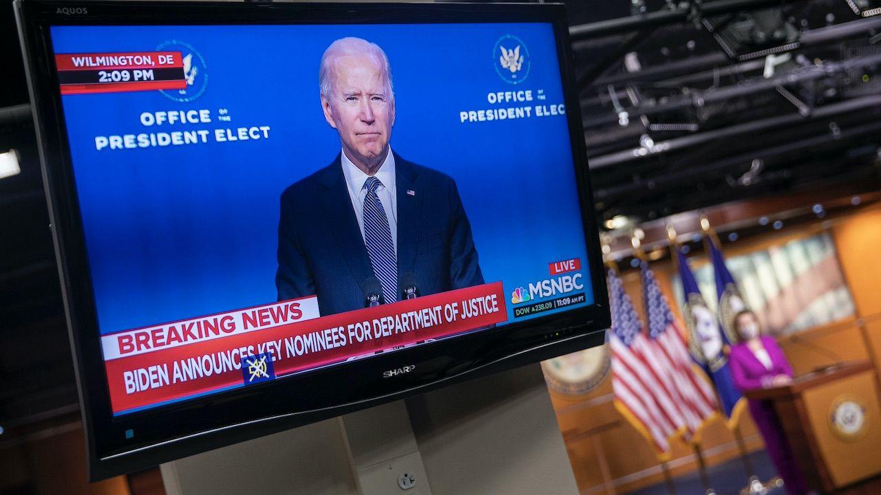 Wszystko co jeszcze się wydarzy wokół amerykańskich wyborów prezydenckich jest nieprzewidywalne (fot. PAP/EPA/SHAWN THEW)