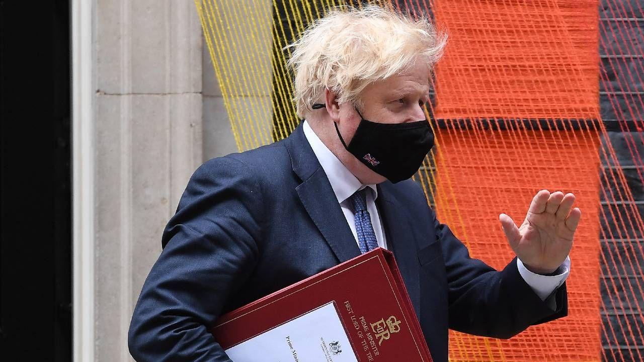 Brytyjski premier Boris Johnson sam przeszedł COVID-19 (fot. PAP/EPA/ANDY RAIN)