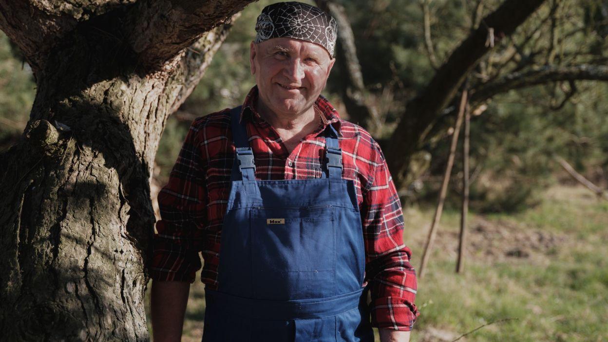 66-letni Józef to wdowiec z Lubelszczyzny. Ma sad, ale jego pasją jest pszczelarstwo. Obiecuje, że wybrankę będzie nosić na rękach!  (fot. TVP)