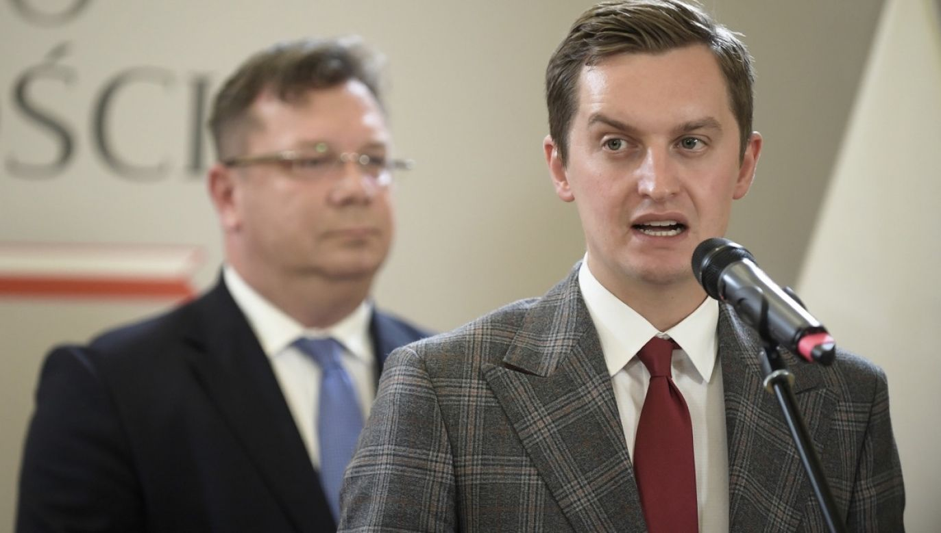 Przewodniczący komisji do spraw reprywatyzacji nieruchomości warszawskich Sebastian Kaleta (fot. PAP/Marcin Obara)