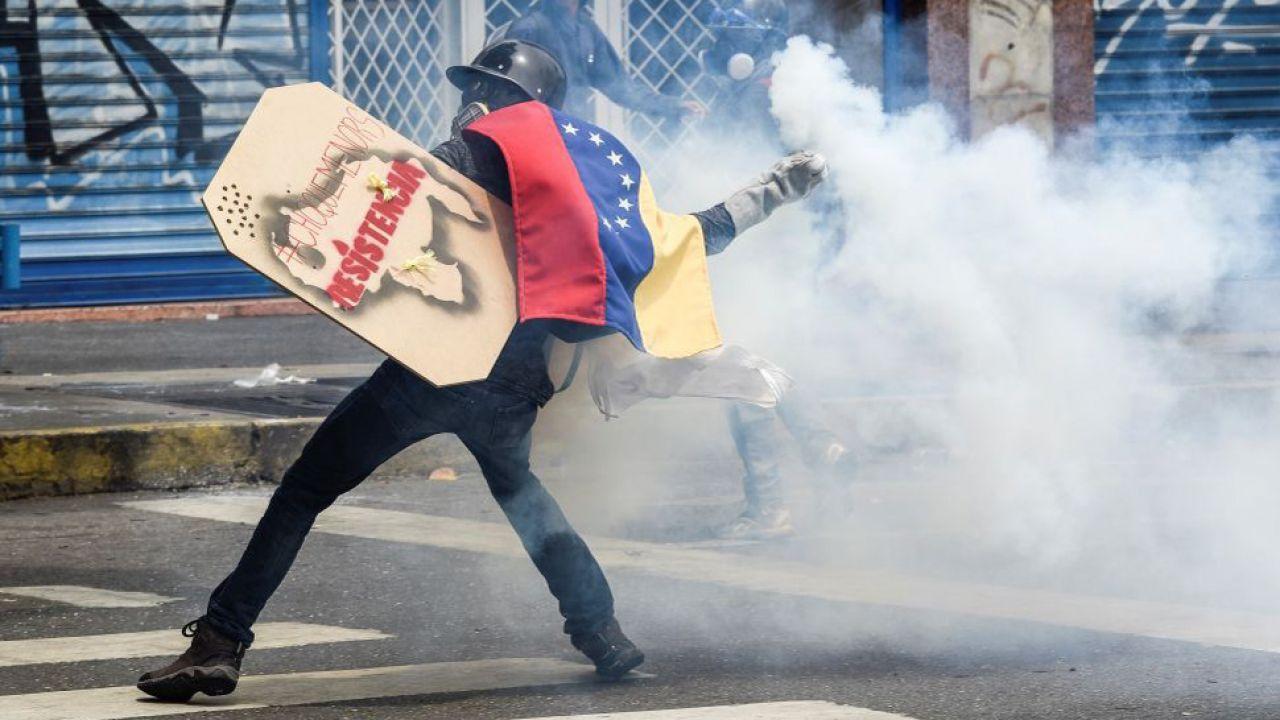 W trwających od miesięcy protestach zginęło już ponad 300 osób (fot. Carlos Becerra/Anadolu Agency/Getty Images)