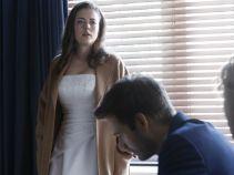 – Mitoman i wariat! – Zrozpaczona kobieta jest przekonana, że narzeczony jest niezrównoważony, gdyż nagle zaczął twierdzić, że jest... francuskim markizem! (fot. TVP)