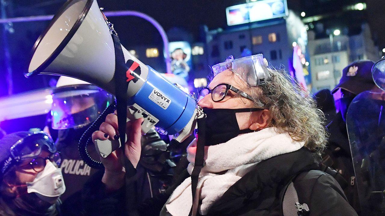 "Liderka ""Strajku Kobiet"" Marta Lempart na manifestacji (fot. PAP/Radek Pietruszka)"