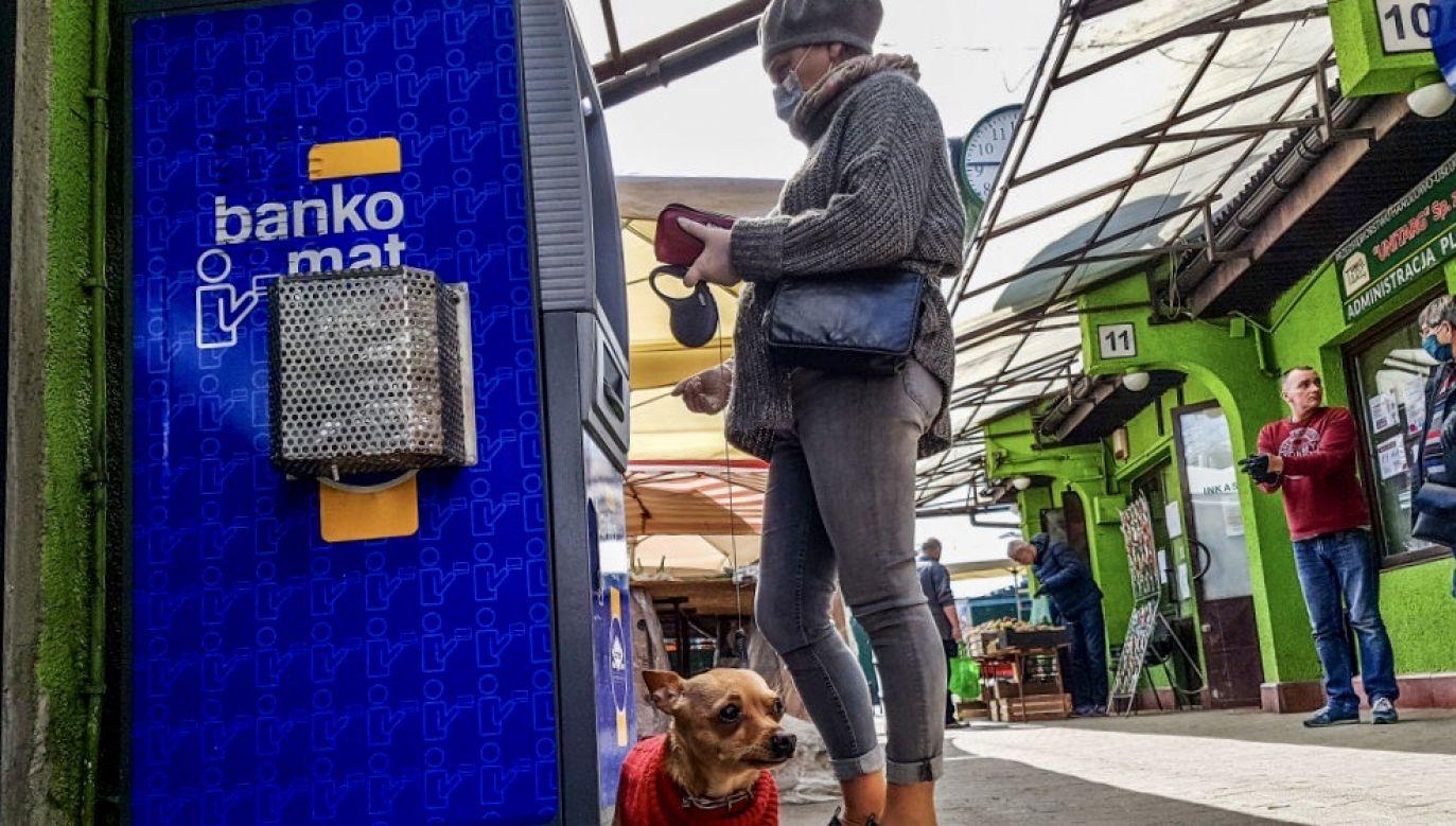 Minister Marlena Maląg zapewnia, że programy społeczne, takie jakie 500 plus i trzynasta emerytura będą kontynuowane (fot. Beata Zawrzel/NurPhoto via Getty Images)