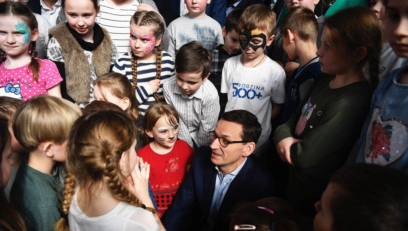 Minister rodziny deklaruje, że na ten moment rząd nie planuje zmian w programie (fot. arch. PAP/Darek Delmanowicz)