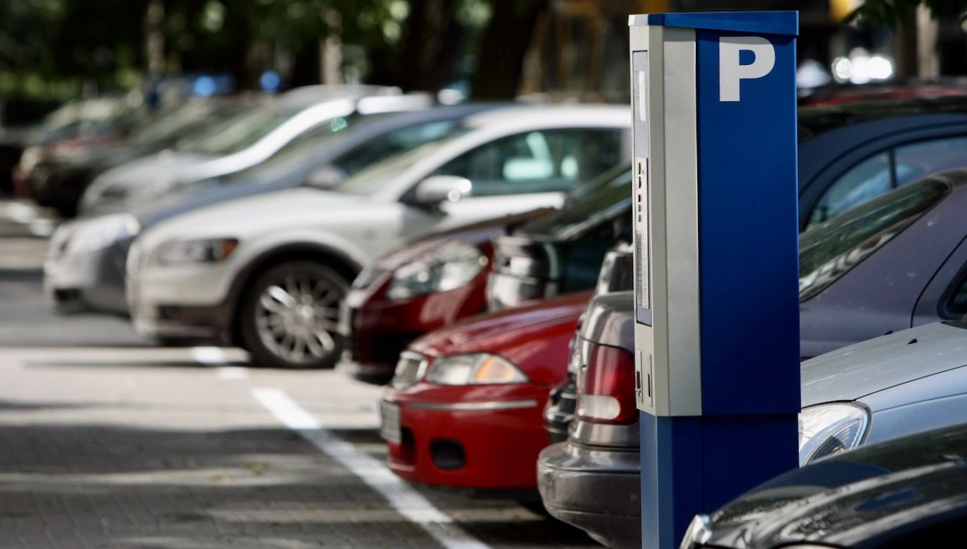Władze Warszawy nie chcą zrezygnować z pobierania opłat za parkowanie w czasie epidemii. (fot. arch.PAP/Leszek Szymański)