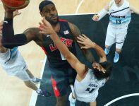 Lebron James zdobywa punkty (fot. Getty Images)