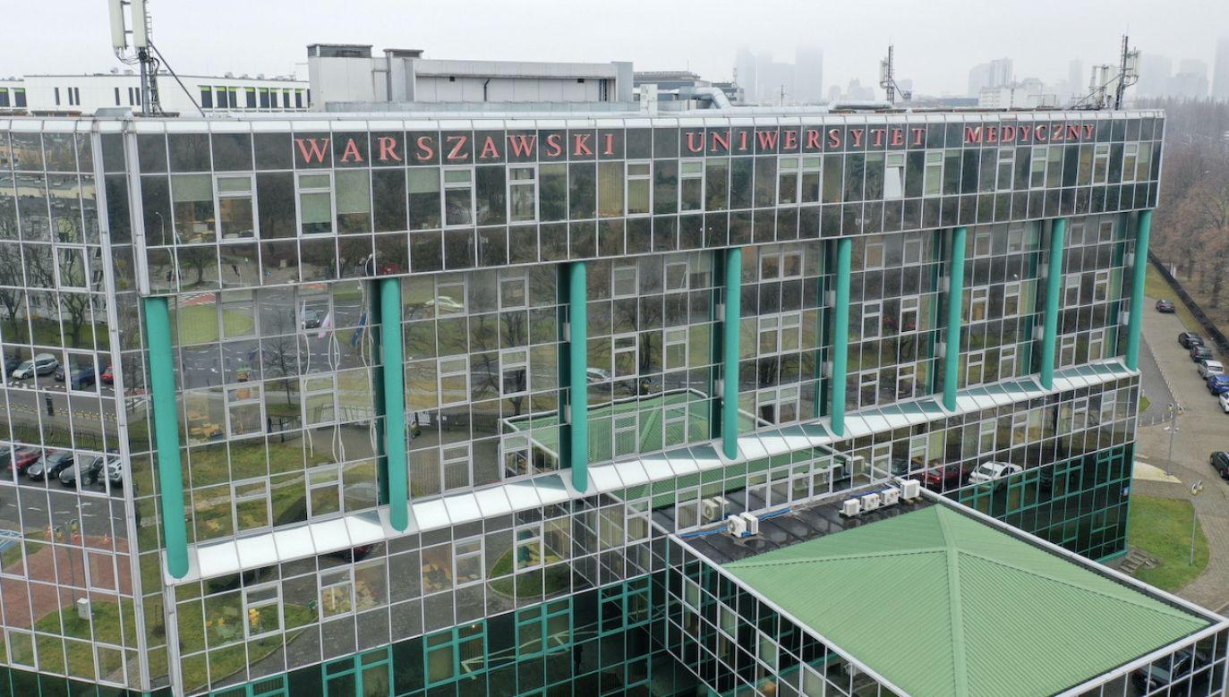 Budynek Warszawskiego Uniwersytetu Medycznego (fot. PAP/Leszek Szymański)