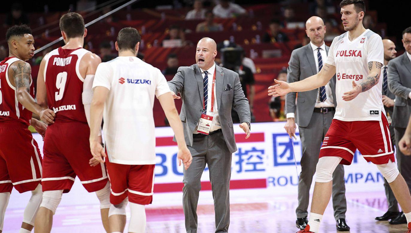 Trener Mike Taylor powołał 24 koszykarzy do kadry (fot. arch.PAP/Photoshot)