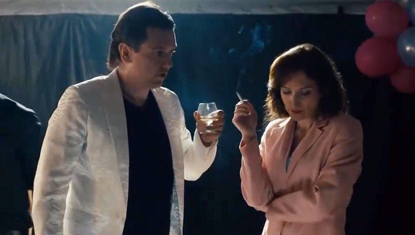 Aktor Jakub Zając zagrał Zenka z początków kariery, a jego żonę Danutę – aktorka Klara Bielawka (fot. TVP Info)