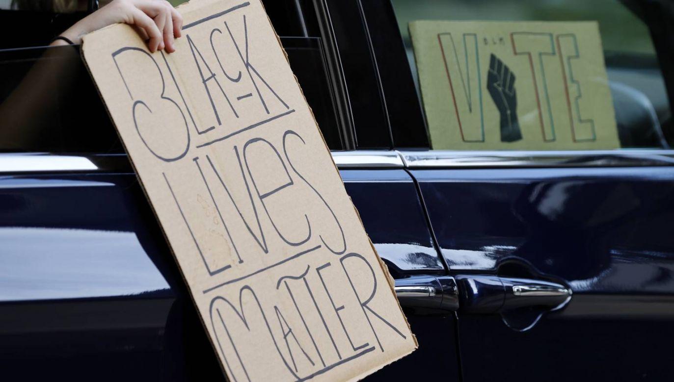 Do serii protestów dochodzi w USA po tym, jak sąd oczyścił z zarzutu przyczynienia się do śmierci Afroamerykanki dwóch oskarżonych o to funkcjonariuszy (fot. PAP/EPA/JOHN G. MABANGLO)