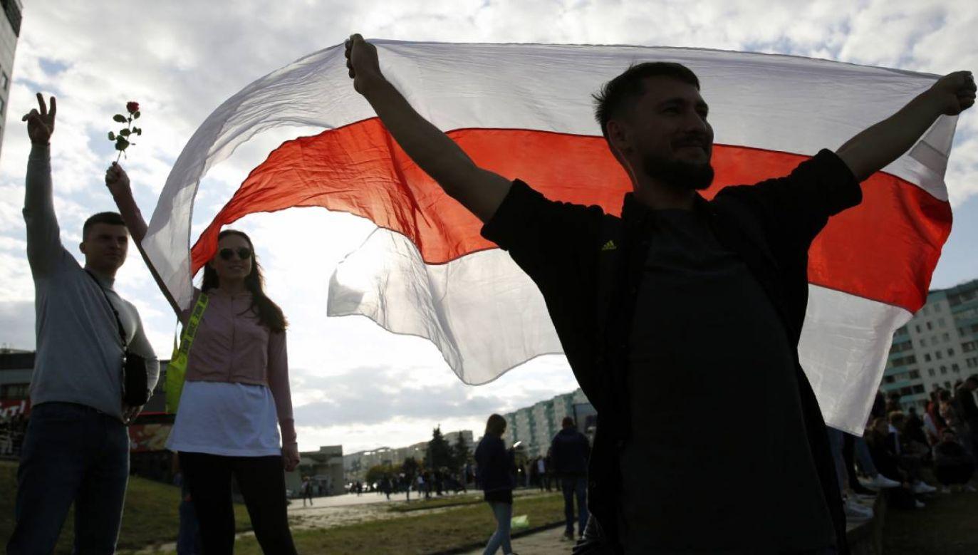 Na Białorusi trwają protesty przeciw domniemanym fałszerstwom wyborczym (fot. PAP/EPA/TATYANA ZENKOVICH)