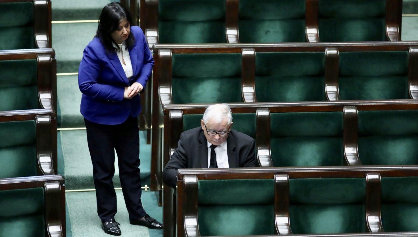 Rzeczniczka PiS napisała, że partia zajmie stanowisko, kierując się interesem Polski (fot. PAP/Leszek Szymański)