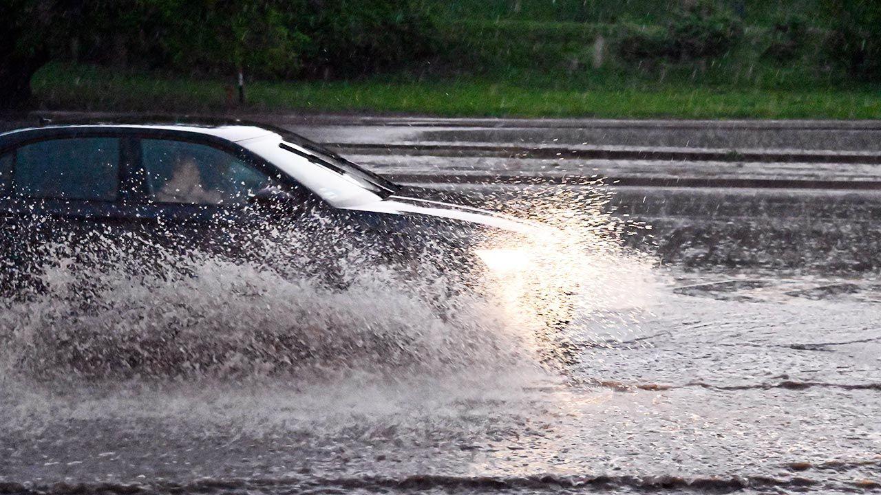 Kolejny dzień z niebezpieczną pogodą (fot. PAP/Marcin Bielecki)
