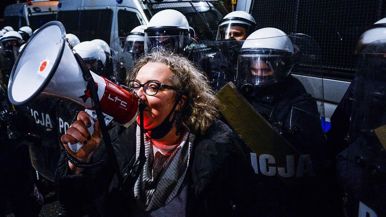 Liderka Strajku Kobiet Marta Lempart podczas jednego z protestów (fot. Omar Marques/Getty Images)