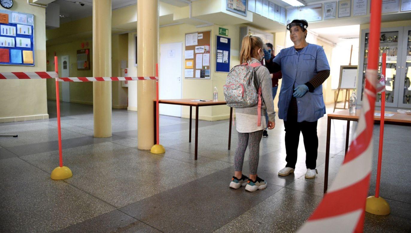 Od 25 maja rząd umożliwia prowadzenie zajęć opiekuńczo-dydaktycznych dla szkół podstawowych (fot. PAP/Darek Delmanowicz, zdjęcie ilustracyjne)