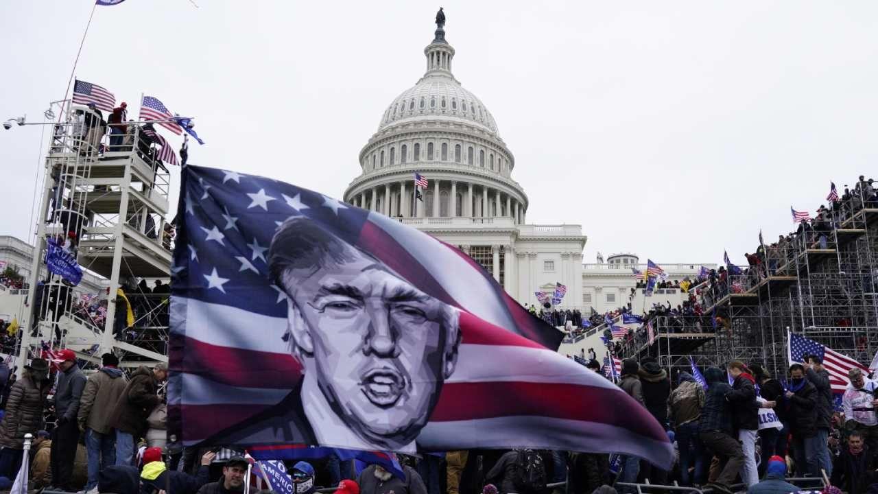 88 procent Amerykanów wypowiada się przeciwko środowemu wtargnięciu tłumu na Kapitol  (fot. PAP/EPA/WILL OLIVER)