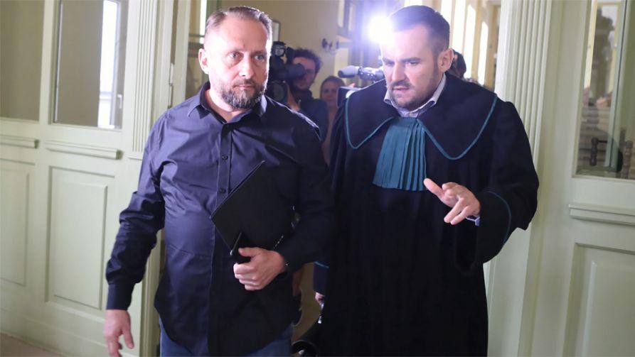 Kamil Durczok (z lewej) ma poważne problemy z prawem (fot. PAP/Roman Zawistowski)