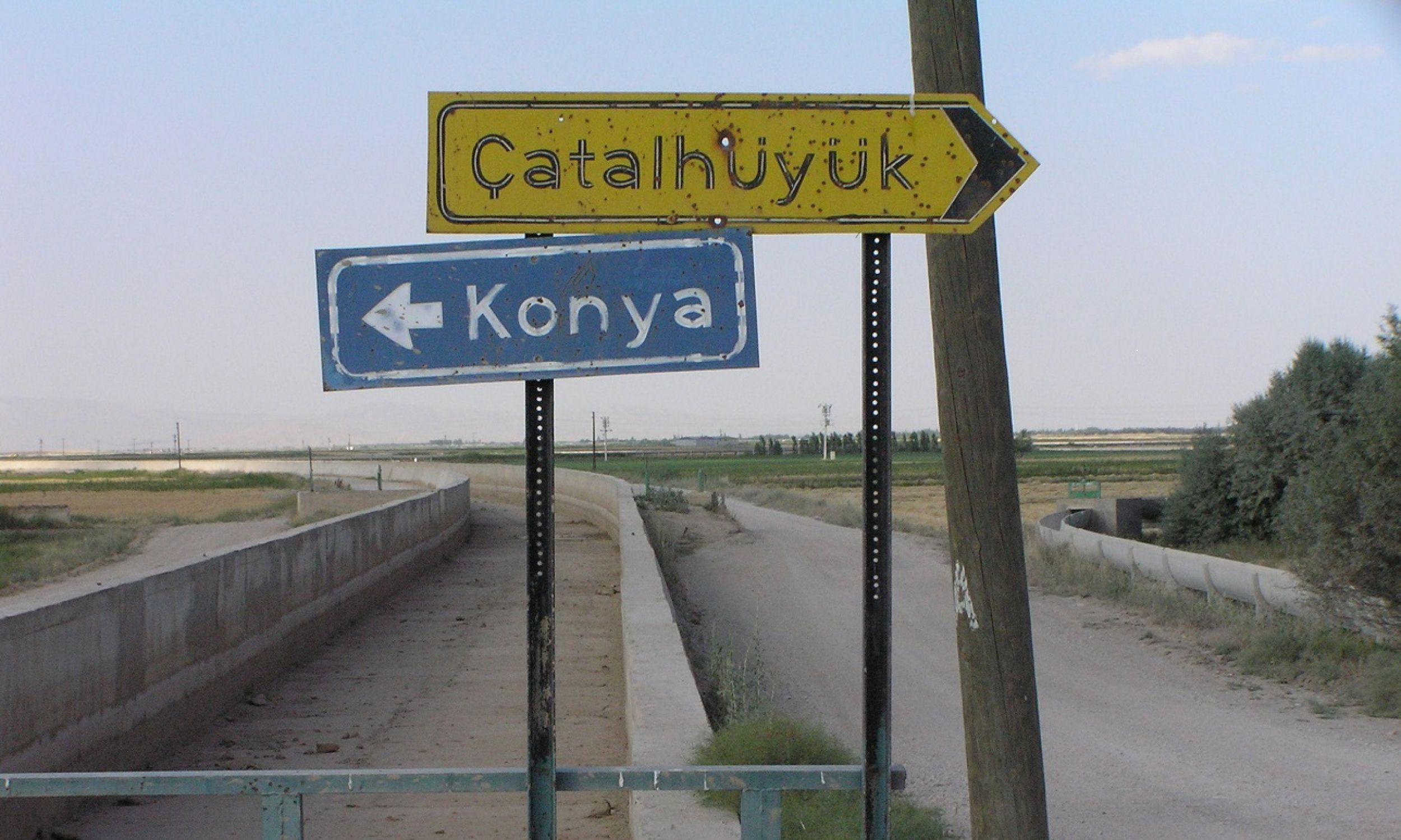 Çatalhöyük jest oddalone o około 40 km od miasta Konya, położonego na rozległej i żyznej, choć dziś bardzo suchej, równinie otoczonej górami. Fot. Tomasz Kozłowski