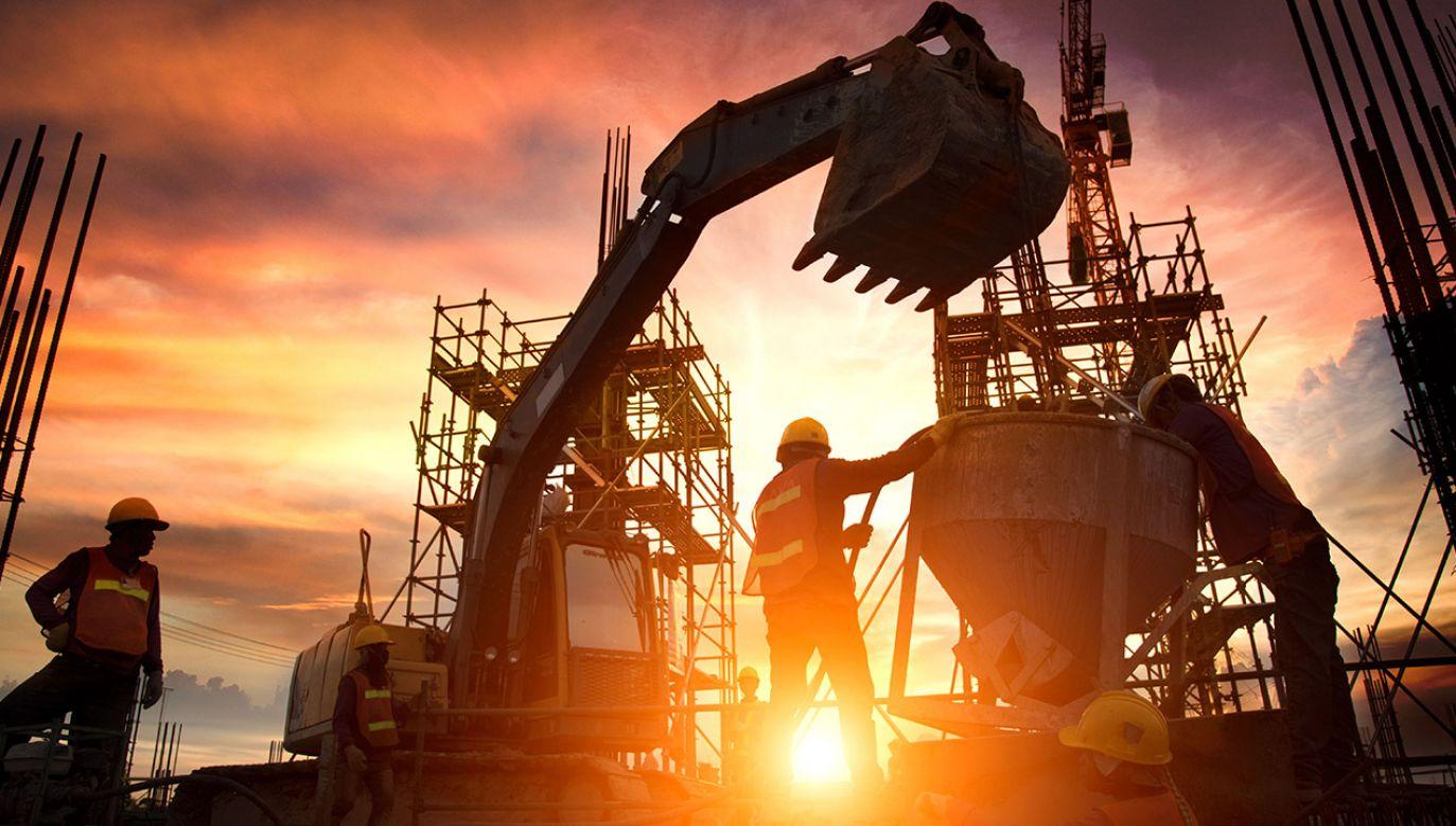 Szef resortu poinformował, że obecnie udaje się uzyskać znacznie większy wzrost gospodarczy przy mniejszym poziomie inwestycji (fot. Shutterstock/Sirisak_baokaew)
