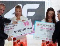 Julia Michalska i Magdalena Fularczyk (fot. PAP/Bartłomiej Zborowski)