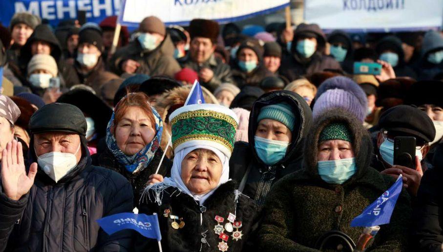 Kirgizi już dwukrotnie obalali władzę (fot. PAP/EPA/IGOR KOVALENKO)