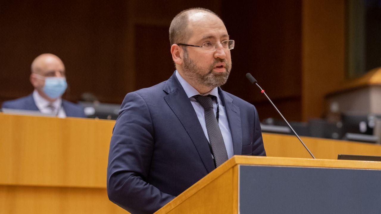 Adam Bielan z Kamilem Bortniczukiem założą nową partię (fot. European Union 2021, EP/ Riccardo PAREGGIANI)