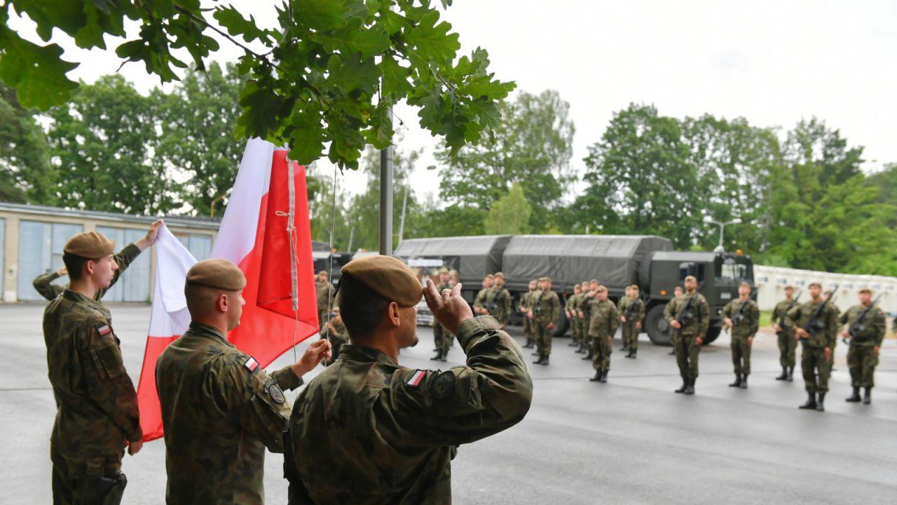 Przysięga żołnierzy Wojsk Obrony Terytorialnej w Zgierzu (fot. PAP/Grzegorz Michałowski)
